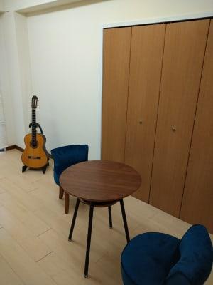 ロビー(待合室) - エスポワール音樂スタジオ 24H福岡天神でピアノ練習貸切!の室内の写真