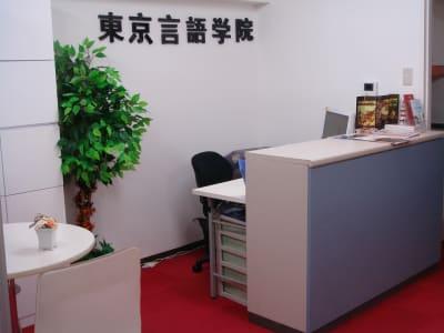東京言語学院新宿校 会議室の入口の写真