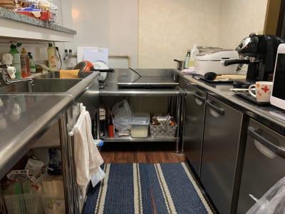 ASEAN HOUSE キッチン付きリビングスペースの室内の写真