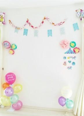 お誕生日の飾りつけなども承っています♪ - レンタルスペース『サン・ユーロ』 会議室・サロン・レンタルピアノの室内の写真