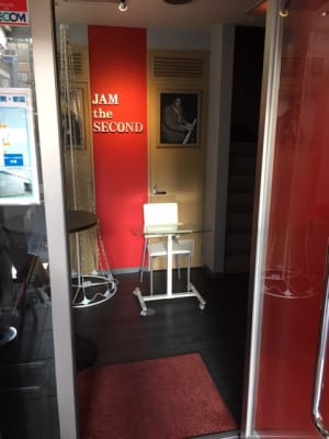 横浜ジャム音楽学院 練習室の入口の写真