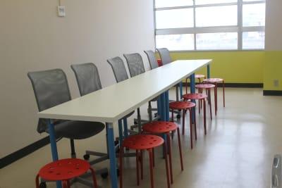オムニバ「津駅前」 近鉄津駅西口徒歩1分の好立地の室内の写真
