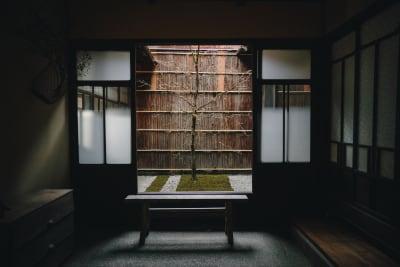 「七条みやび」明治45年の町家 多目的スペースの入口の写真