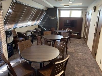 Y-LOUNGE ラウンジの室内の写真