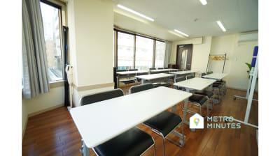 【みなとビュー会議室】 光回線高速Wi-Fi無料の会議室の室内の写真