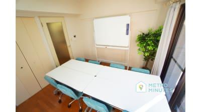 【ターコイズ会議室】 プロジェクタ無料の貸し会議室♪の室内の写真
