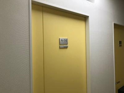 新橋駅前ビル ワンコイン新橋駅会議室A-14の室内の写真