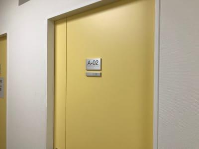新橋駅前ビル ワンコイン新橋駅会議室A-02の室内の写真