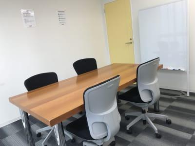 新橋駅前ビル ワンコイン新橋駅ベル会議室の室内の写真