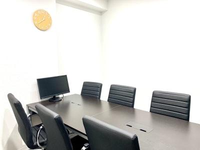 モニター付きの完全個室の会議室🎶 - BIZcomfort仙台一番町 6名用会議室の室内の写真