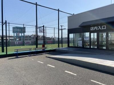 岡崎慎司フットサルフィールド スポーツ施設の入口の写真