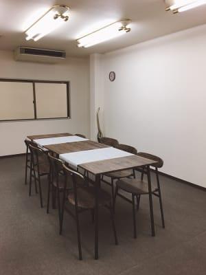 会議にも教室としても - 豊里フリールーム B教室の室内の写真