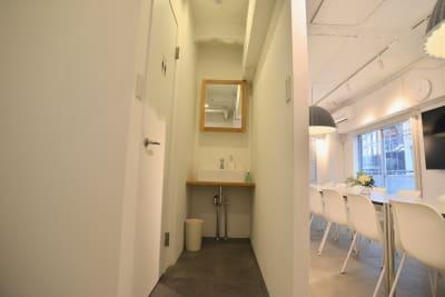 リニューアルした洗面所も備え付けています。 - feel 浅草 feel 浅草 レンタルスペースの室内の写真