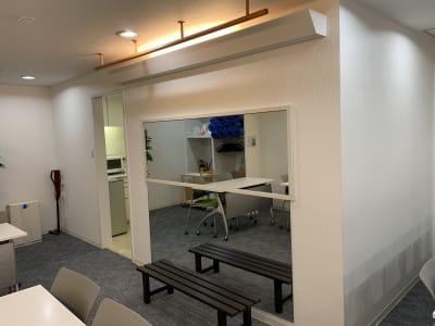ぶら下がりバーも利用可能です。 - 那古野ビル北館209号室 Share8P『アミューズ』の室内の写真