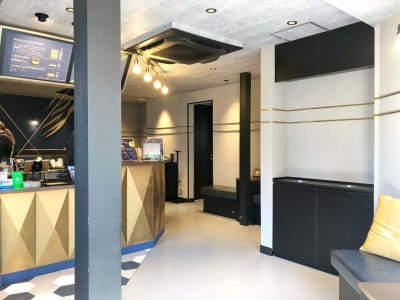 B-SPACE カフェスペースの室内の写真