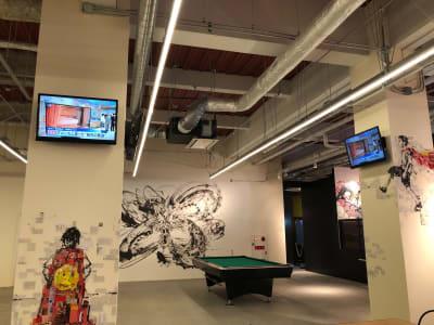 YOLO BASE コワーキングスペースの室内の写真