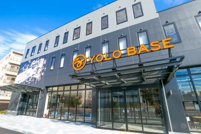 YOLO BASE コワーキングスペースの入口の写真