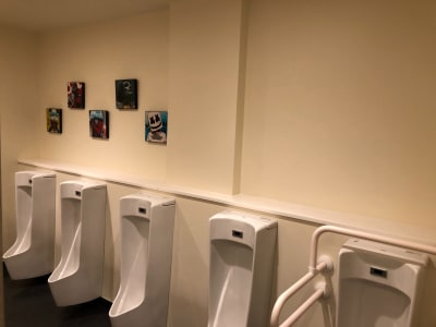 YOLO BASE セミナールーム(最大28名)の室内の写真