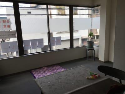 外光が入り明るいお部屋です - 豊里フリールーム A教室の室内の写真