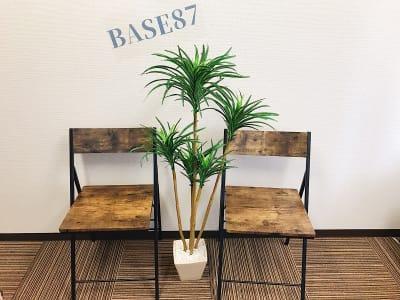 BASE87 BASE87*新宿西口の室内の写真