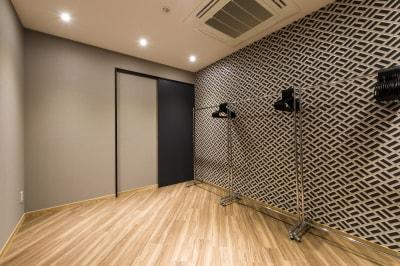 イベントスペース DESK TV&映画撮影 120名収容可能の設備の写真