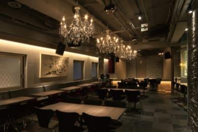 イベントスペース ICON スチール撮影 200名収容可能の室内の写真