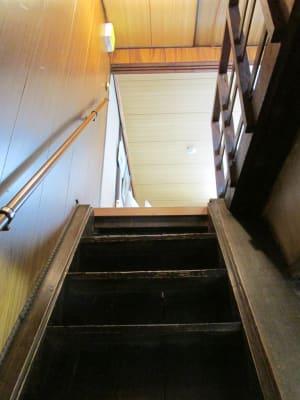 二階への階段 - MH Houses 京都玉華苑の室内の写真