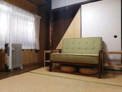 一階の休憩室 - MH Houses 京都玉華苑の室内の写真