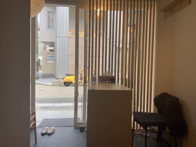 玄関 - シェアサロン らくさす レンタルサロンの入口の写真