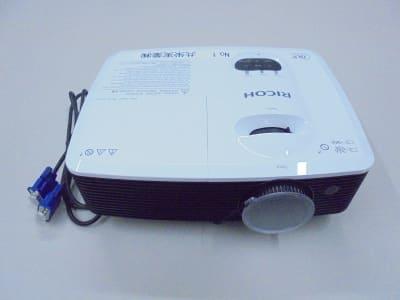 RICOH製プロジェクター - 共栄実業(株) 幸福相互ビル うめきた会議室303(最大6名)の設備の写真