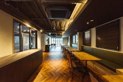 1F奥の共用スペースもご使用いただけます。 - どやねんホテルズ バクロ レンタルスペース type Cの室内の写真