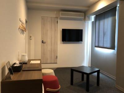 完全個室。日当たり良好。窓有り。 - どやねんホテルズ バクロ レンタルスペース type Cの室内の写真