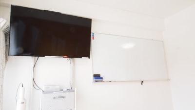 モニターとホワイトボード - 【HIDAMARI】渋谷貸会議室 WiFi電源おしゃれ 女性に人気の設備の写真