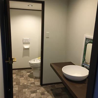 洗面所とトイレ。 - 古民家スペースかえるての室内の写真