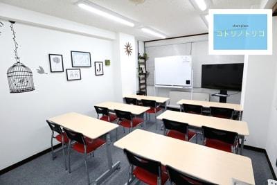 会議用レイアウト 12名着席可能 - シェアプレ 貸会議室 神保町 コトリノトリコの室内の写真