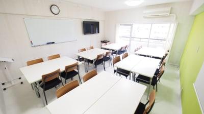 ワークショップ向けレイアウト - 【KOMOREBI】渋谷貸会議室 WiFi電源おしゃれ 女性に人気の室内の写真
