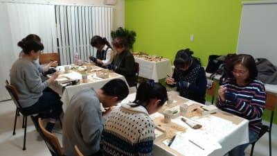 ワークショップ開催の様子 - 【KOMOREBI】渋谷貸会議室 WiFi電源おしゃれ 女性に人気の室内の写真