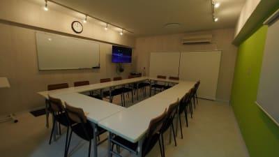 ダウンライトがあります - 【KOMOREBI】渋谷貸会議室 WiFi電源おしゃれ 女性に人気の室内の写真