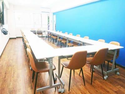 池袋の貸し会議室 - 【アズール】池袋おしゃれ貸会議室 WiFi大型モニタホワイトボードの室内の写真