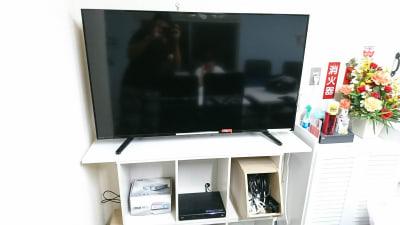50インチ大型モニター - 【マリーナ】新宿の貸し会議室 WiFi大型モニタホワイトボードの設備の写真