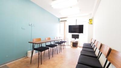 面接会場向けレイアウト - 【テラス】横浜の貸し会議室 WiFi大型モニタホワイトボードの室内の写真