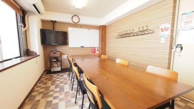ワイナリーをイメージしたレンタルスペース - 【ワイナリー】横浜の貸し会議室 WiFi大型モニタホワイトボードの室内の写真