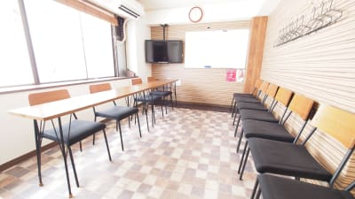 面接向けレイアウト - 【ワイナリー】横浜の貸し会議室 WiFi大型モニタホワイトボードの室内の写真