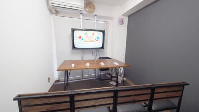 ゲーム会向けレイアウト - 【ショコラ】東京 新宿貸し会議室 WiFi大型モニタホワイトボードの室内の写真