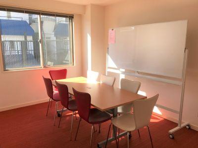 NATULUCK恵比寿 中会議室の室内の写真