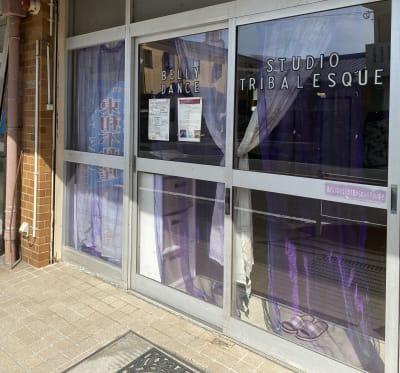 スタジオトライバレスク ダンス多目的スペース会議ママ会の入口の写真