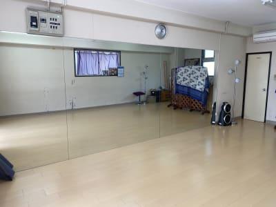 スタジオトライバレスク ダンス多目的スペース会議ママ会の室内の写真