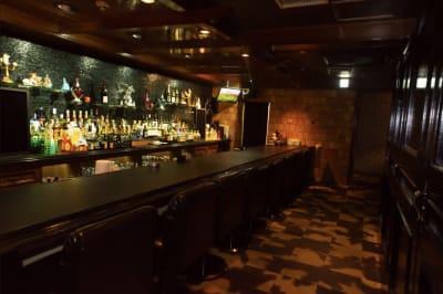 バー アズライール 多目的スペースの室内の写真