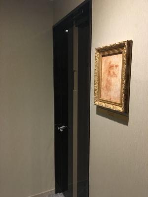 ダヴィンチの肖像画のお部屋です♪ - ルームレストラン バチェラー ダヴィンチの入口の写真