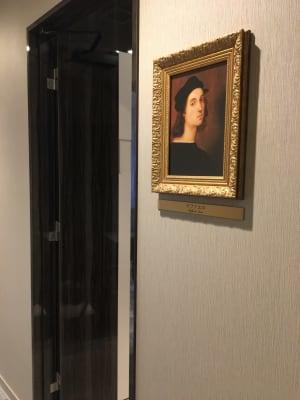 ラファエロの肖像画のお部屋です♪ - ルームレストラン バチェラー ラファエロの入口の写真